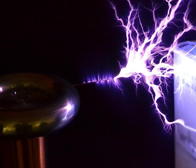 oneTeslaTS DIY musical Tesla coil kit